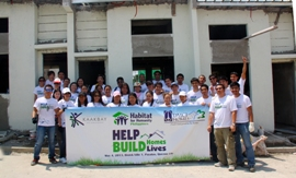 DMCI Homes volunteers to paint houses of Bistekville1 families