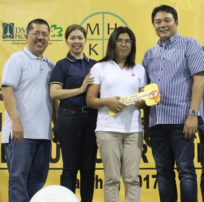 gawad kalinga proj director francisco balagtas, dmci homes corporate communications manager jhops carpio cruz and paranaque city mayor edwin olivarez with  housing program beneficiary necitas roldan 2