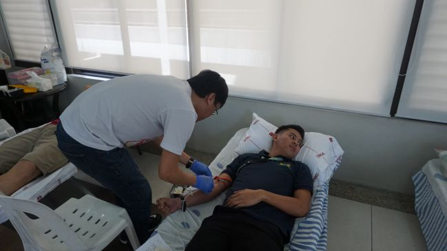 DMCI Homes' Riverfront Residences blood donors being attended to by a staff of the Philippine Heart Center